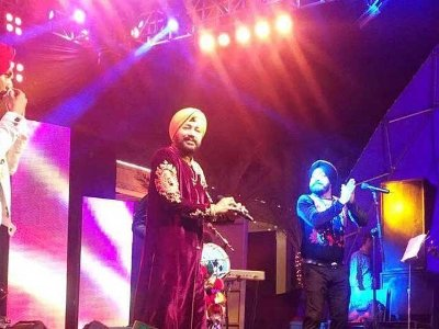 Excellent Performance of Daler Mehndi and his Son in Karachi