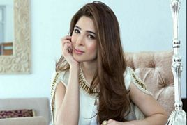 Ayesha Omer Looking Gorgeous in Black Saree