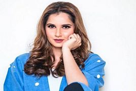 Sania Mirza Spotted on Airport after Performed Umrah