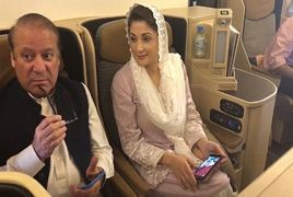 Mayram Nawaz and Nawaz Sharif in Plane Last Moments