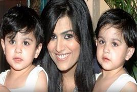 Gorgeous Actress With Her Cute Twins Daughters