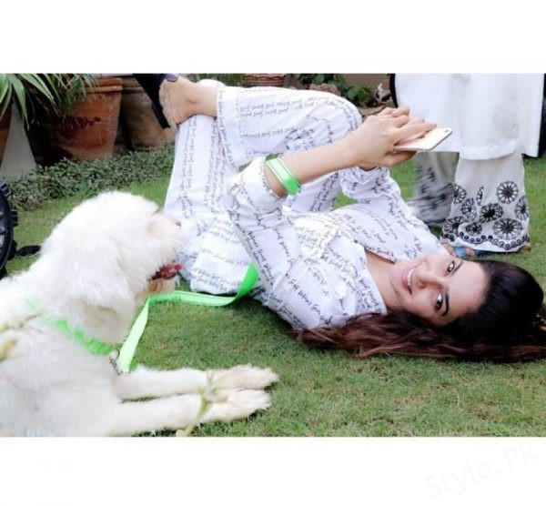 Clicks of Saba Qamar playing with her puppy!